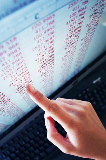 Ecran d'ordinateur avec chiffres comptes société
