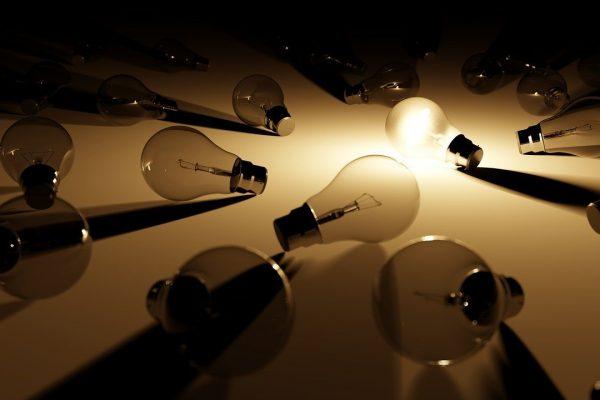 ampoules halogènes posées par terre