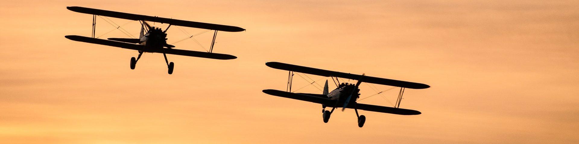 deux avions côte à côte